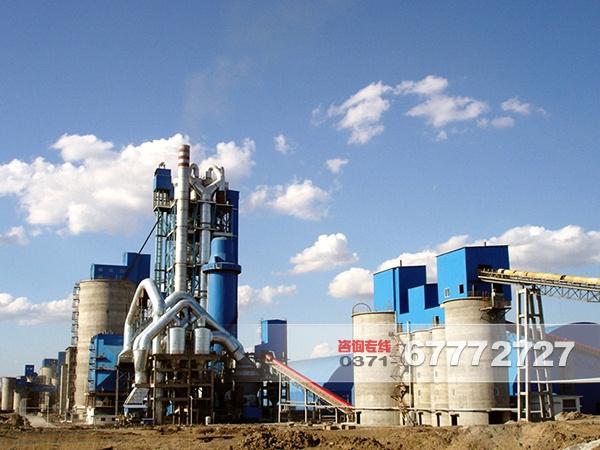 1.硅酸盐水泥的主要成分 硅酸三钙(3CaO•SiO2)、硅酸二钙(2CaO•SiO2)、铝酸三钙(3CaO•AI2O3)、 铁铝酸四钙(4CaO•AI2O3•Fe2O3) 其中:CaO 62~67%; SiO2 20~24%; AI2O3 4~7%; Fe2O3 2~6%。 2.硅酸盐水泥生产线中的主要原料 (1) 石灰质原料: 以碳酸钙为主要成分的原料,是水泥熟料中CaO的主要来源。如石灰石、白垩、石灰质泥灰岩、贝壳等。一吨熟料约需1.