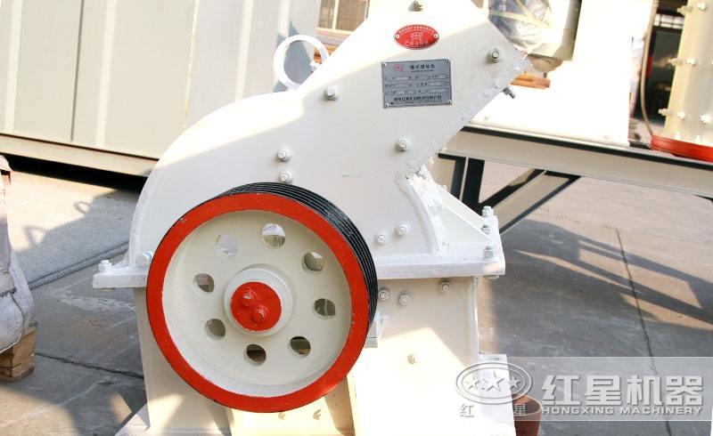 PCΦ400×300锤式破碎机设备图